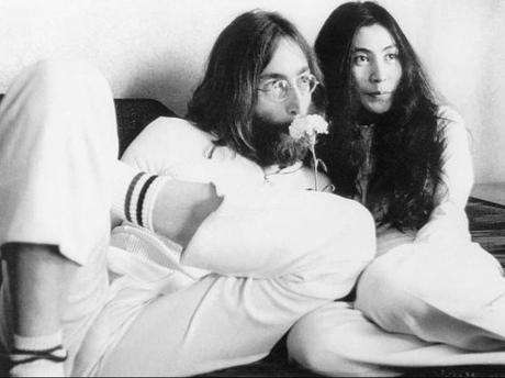 John Lennon y Yoko Ono: La curiosa historia detrás de su boda.