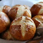 pretzel rolls pan bretzel aleman