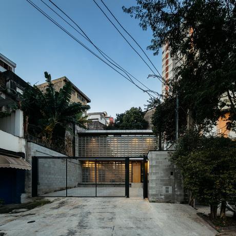 Casa Guaianaz, San Pablo / Terra e Tuma Arquitetos