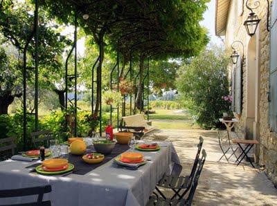 Patios rusticos en francia paperblog for Decoracion de patios rusticos