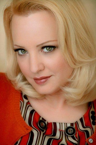Wendi McLendon-Covey firma para Magic Mike
