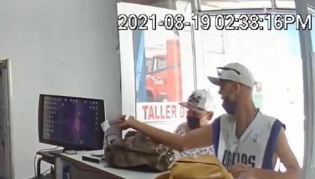 (video) Dos sujetos se dedican a asaltar negocios al oriente de la capital