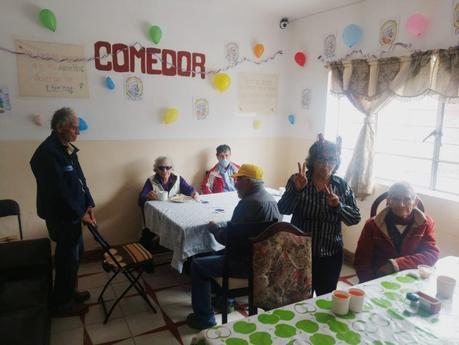 Celebran Día de los Abuelos en el asilo Macondo, piden apoyo
