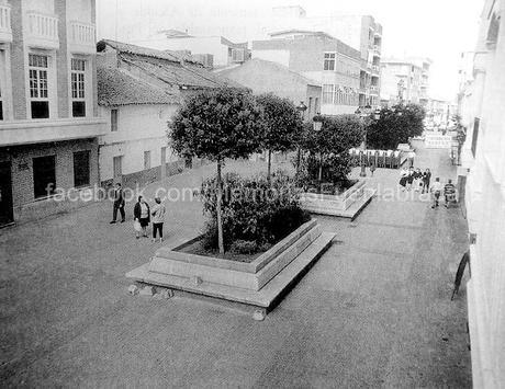 Calle de la Plaza con jardineras