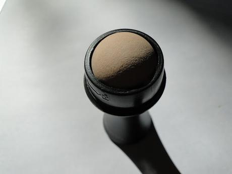 Roller matificante y Cepillo facial dual, las herramientas beauty de Revlon.