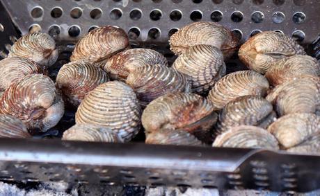 Moelos o escupiñas a la brasa, receta sencilla para disfrutar de un marisco espectacular