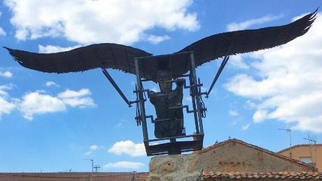Monumento ornitóptero Diego Marín Aguilera Coruña Conde