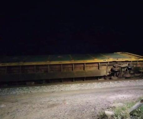 Se descarrilan vagones del ferrocarril en la calle Arenal