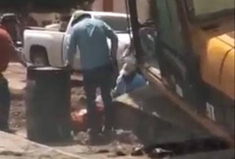 (video) Maquinaría aplasta a trabajador en obras del Saucito
