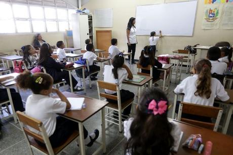 Ministra Santaella ratifica que este 16 de Septiembre inician las clases presenciales en el país