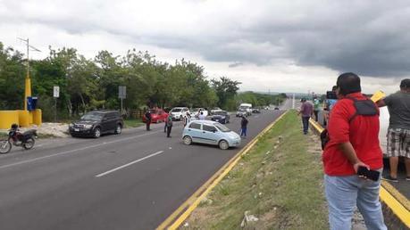 Bloqueos carreteros en las cuatro regiones de SLP