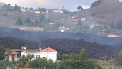 """El volcán de La Palma siembra la destrucción en la """"Isla Bonita""""."""