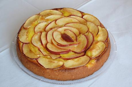 Bizcocho con crema catalana y manzana