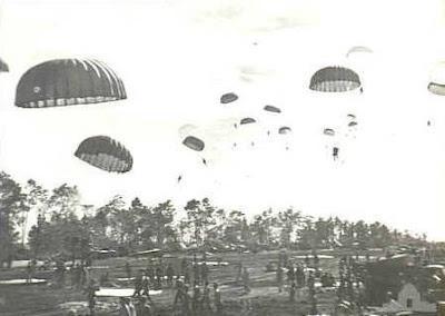La locura de lanzar mulas en paracaídas