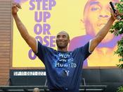 Kobe Bryant presta dinero jugadores
