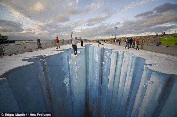 Dibujos tridimensionales en el suelo por Edgar Mueller