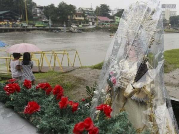 Evacuacion en Filipinas por tifón Nesat.
