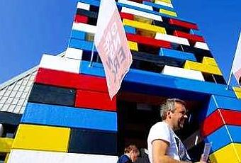 Edifican un templo con piezas de lego gigantes paperblog - Piezas lego gigantes ...