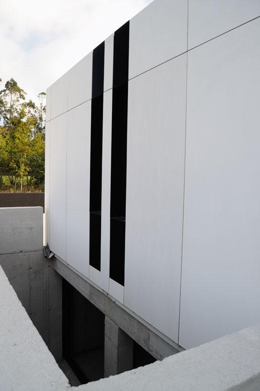 Un orgulloso propietario nos muestra su vivienda a cero - Patio ingles ...