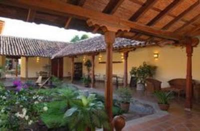 Balcones azulejos patios centrales y fuentes paperblog for Planos de casas con patio interior