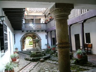 Balcones azulejos patios centrales y fuentes paperblog for Patio de los azulejos