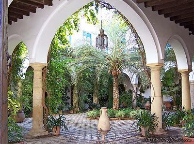 Balcones azulejos patios centrales y fuentes paperblog - Azulejos patio andaluz ...