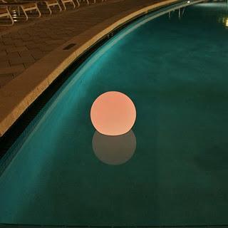 Luces para piscinas paperblog for Luces led para piscinas