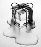 La curiosa historia de los cubitos de hielo.