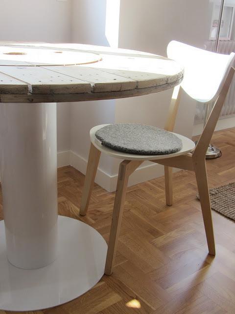 Concurso DIY x4duros'11: La mesa de bobina de hilo Rafa y Patri