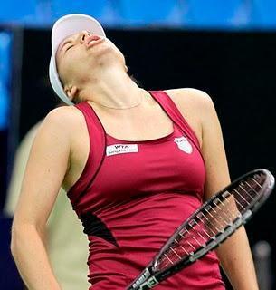 En Moscú, Tipsarevic avanzó y Zvonareva fue eliminada