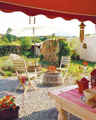 Patios rusticos encantadores paperblog for Casa y jardin tienda decoracion
