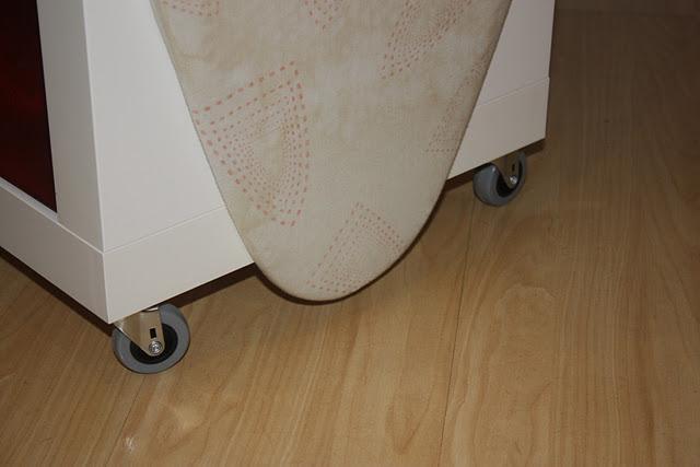 Ikea hack expedit mueble para planchar paperblog - Mueble tabla de planchar ikea ...