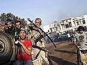 Sacaron cadáveres quemaron: Mercenarios libios profanaron tumbas familia Gadafi, incluyendo mamá.