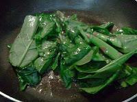Ensalada templada de ahumados con castañas y aceite de chufa