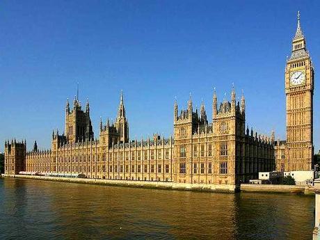 Parlamentarios británicos investigan si se margina a cristianos