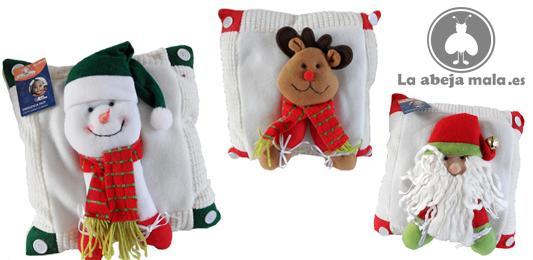 con motivos navideños en el sofá, o colocar estos cojines navideños