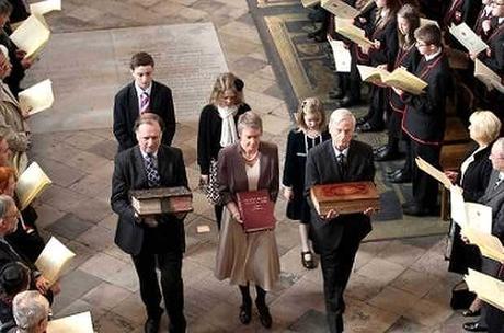 La Reina de Inglaterra en la celebración de los 4 siglos de la Biblia King James
