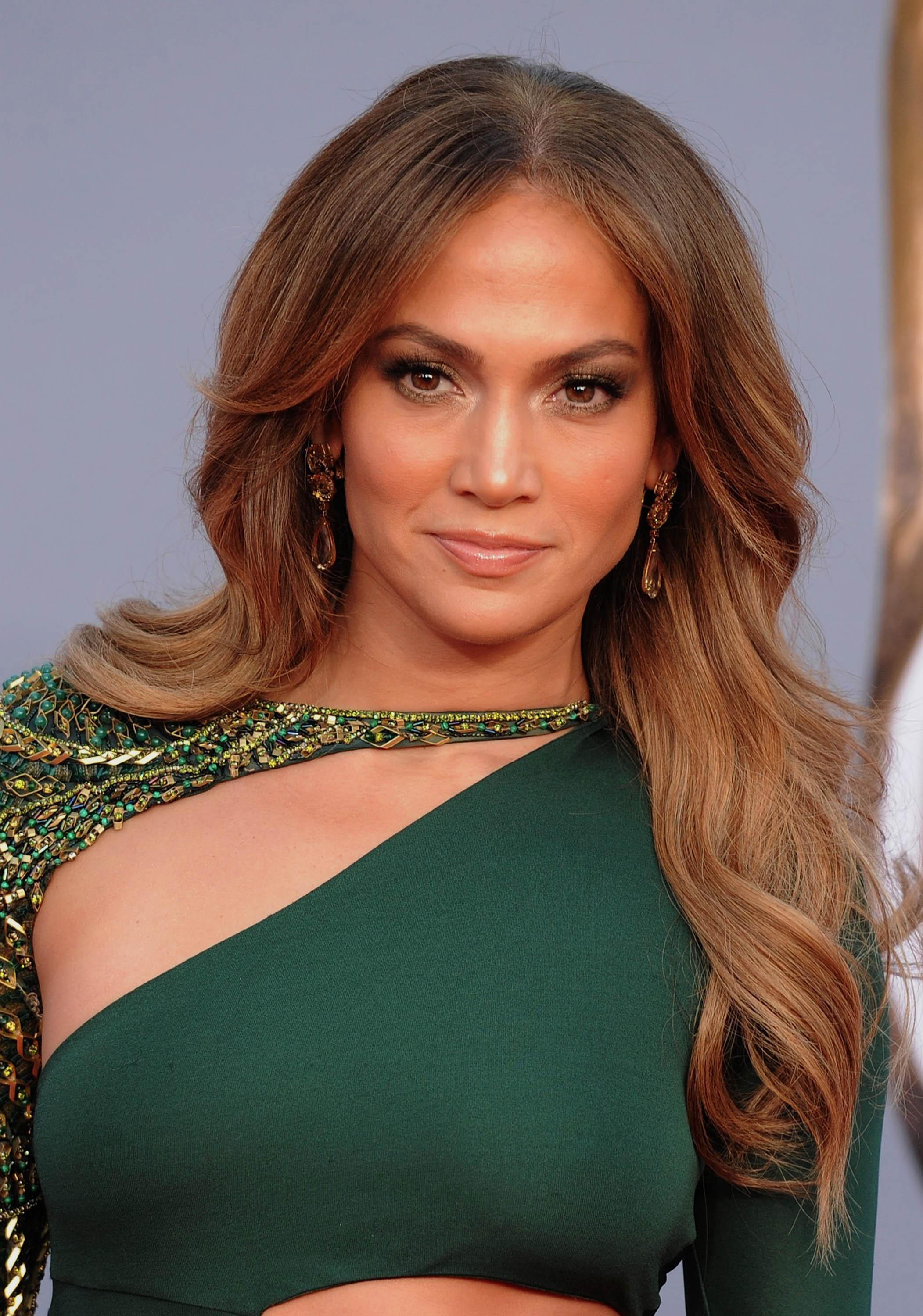 jennifer-lopez-2011-L-qfW2aN.jpeg