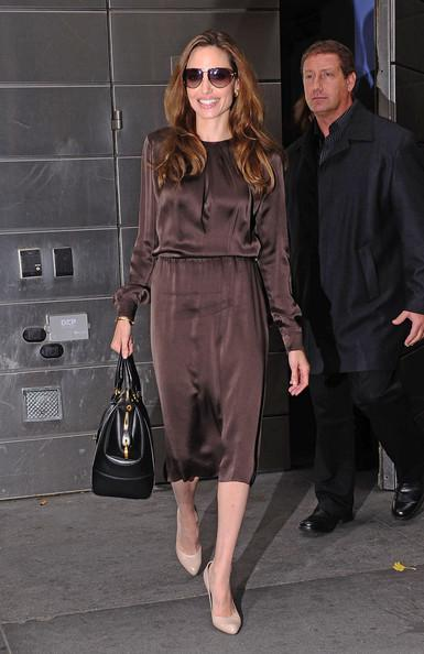http://m1.paperblog.com/i/79/790553/zapping-looks-zapatos-nude-angelina-jolie-L-B99lgq.jpeg