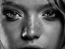 Gemma Ward extraña historia niña extraterrestre