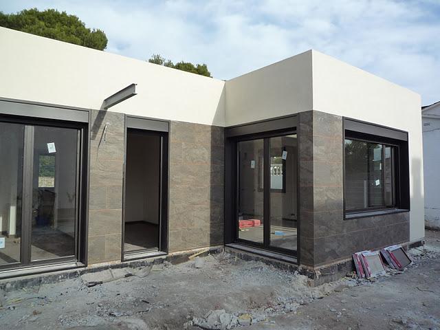 Casa blochouse en calafell acabando exteriores paperblog for Casas prefabricadas mediterraneas