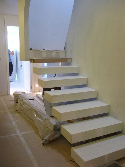 A cero realiza una reforma integral de un duplex en for Escaleras duplex fotos