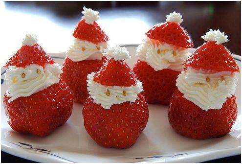 decorar la mesa de navidad con papa noel de fresas