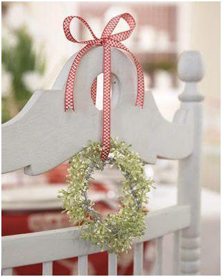 como decorar las sillas de la mesa en la comida de navidad