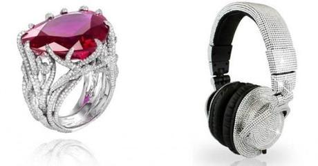 Anillo de Chopard y auriculares de Swarovski
