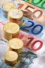 """""""Gracias por nada amigo Euro"""". La moneda única cumple 10 años."""