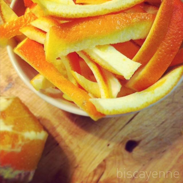 Naranja confitada con chocolate