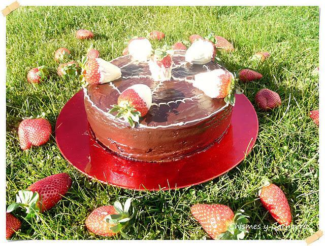 Tarta de fresas con chocolate