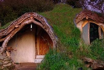 Un hombre construye una casa hobbit sostenible por solo 3 - La casa de los hobbits ...