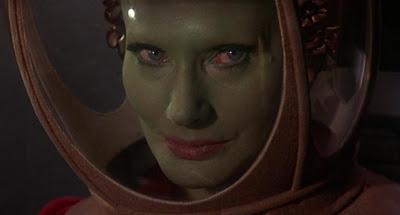 Queen of Blood: Femme Fatale Espacial.